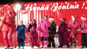 Liikuntaleikkikoulun esitys Palosaaren joulutorilla 3.12.2016